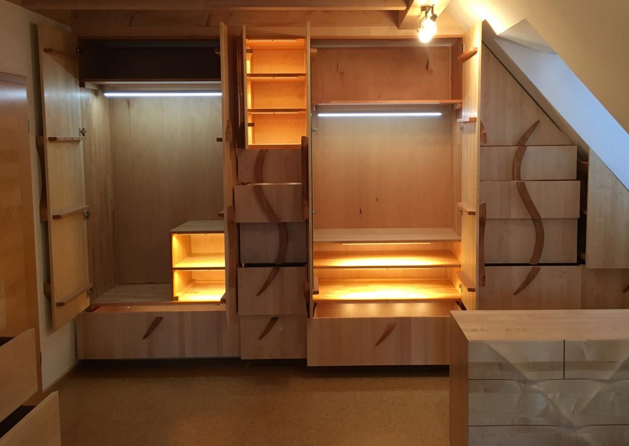 Schlafzimmer in Ahorn, Faltenwurf und Innenbeleuchtung - Klaus ...